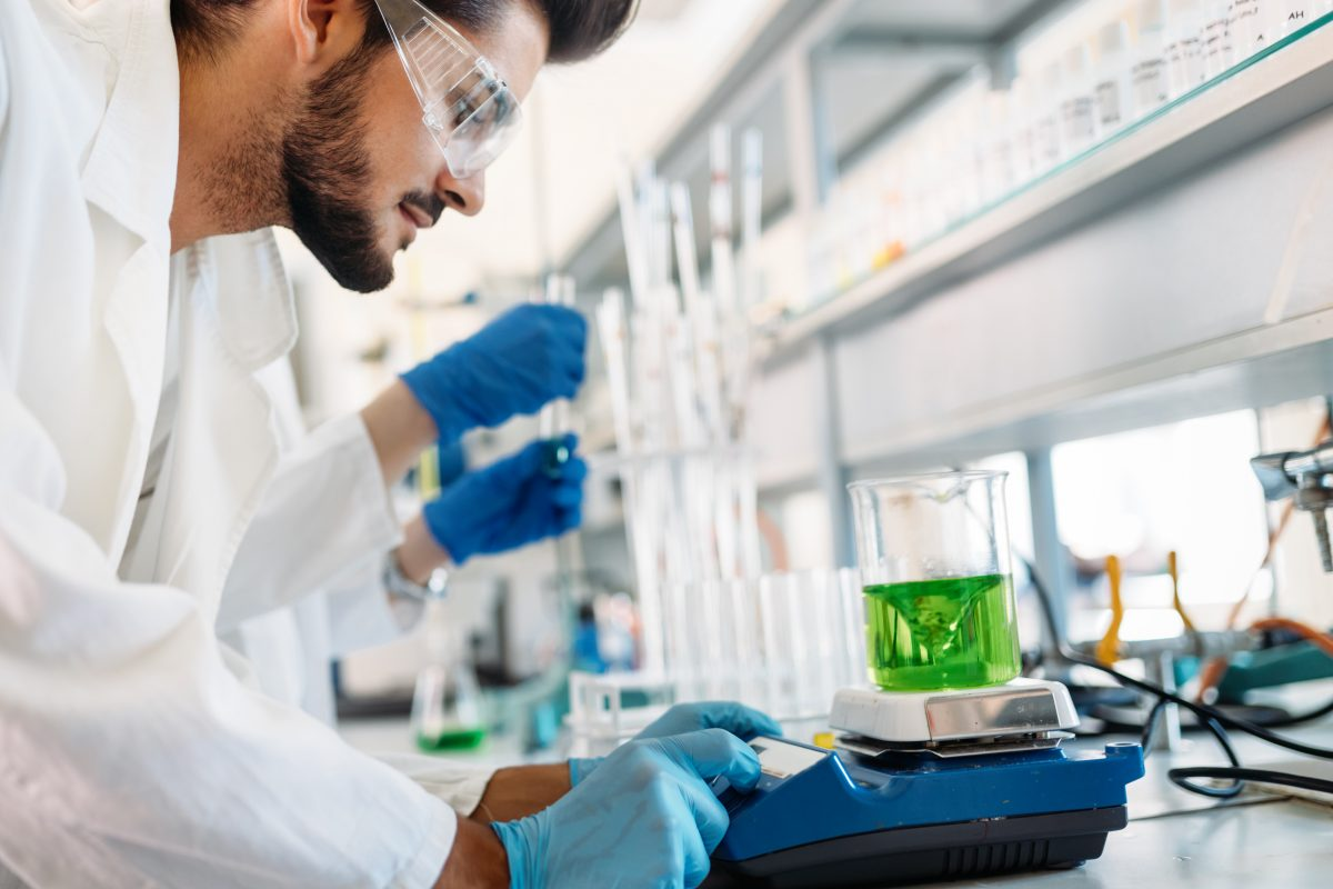 attractive student of chemistry working in lab F8RMVD6
